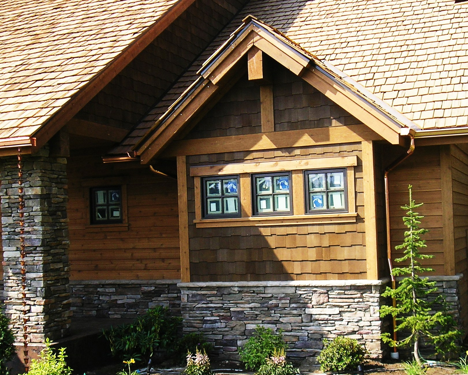 House colors on pinterest cedar shakes cedar shake for Stone and cedar homes